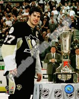 Sidney Crosby with the 2007-08 Prince of Wales Trophy Fine Art Print