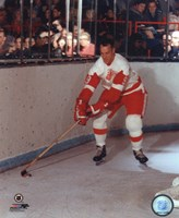 Gordie Howe - Skating with puck Fine Art Print