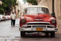 Cuba, Havana, Havana Vieja, 1950s classic car Fine Art Print