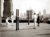 Une Partie de Deck - Tennis sur la Terrasse du Toit de l' Hotel Delmonico de New York, 1925 Fine Art Print
