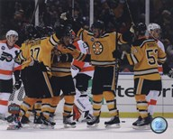 Johnny Boychuk, Mark Recchi, David Krejci,Patrice Bergeron, &amp; Derek Morris Celebrate Recchi&#39;s Goal 2010 NHL Winter Classic