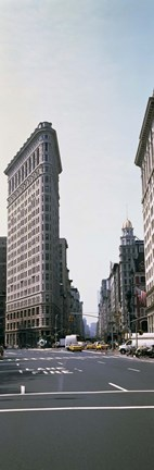 Framed Low angle view of an office building, Flatiron Building, New York City Print