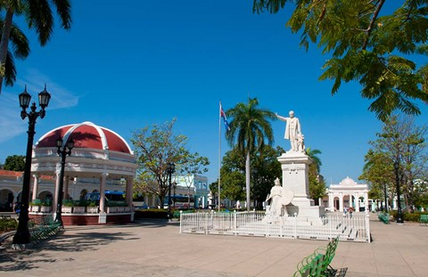 Framed Jose Marti Square and statue in center of town, Cienfuegos, Cuba Print