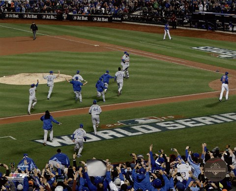 Framed Kansas City Royals celebrate winning Game 5 of the 2015 World Series Print