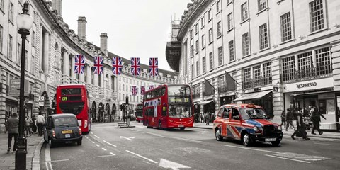 Framed Buses and taxis in Oxford Street, London Print