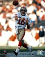 Joe Montana - passing Framed Print