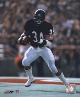 Walter Payton - Running with ball Framed Print