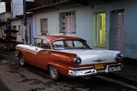 1950's era Ford Fairlane and colorful buildings, Trinidad, Cuba Fine Art Print