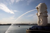 Singapore Merlion statue in the Merlion Park Fine Art Print