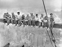 New York Construction Workers Lunching on a Crossbeam, 1932 Framed Print