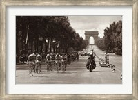 1975 Tour Finish On The Champs Elysees Fine Art Print