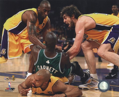 Framed Kobe Bryant, Pau Gasol, Derek Fisher & Kevin Garnett fight for ball - 2010 NBA Finals Game 6 (#15) Print