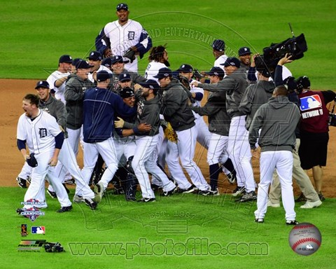 Framed Detroit Tigers Celebrate Winning Game 4 of the 2012 American League Championship Series Print