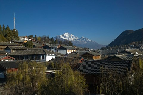 Framed High angle view of houses and Jade Dragon Snow Mountain viewed from Mu Family Mansion, Old Town, Lijiang, Yunnan Province, China Print