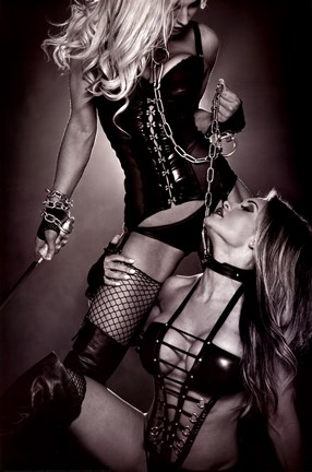 aoki-hot-artist-bondage-model-photographer-writer-belluci